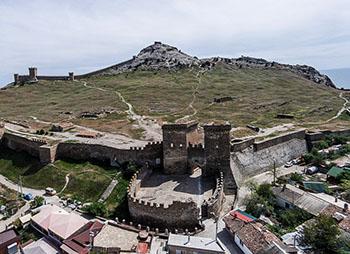 Генуэзская крепость миниатюра