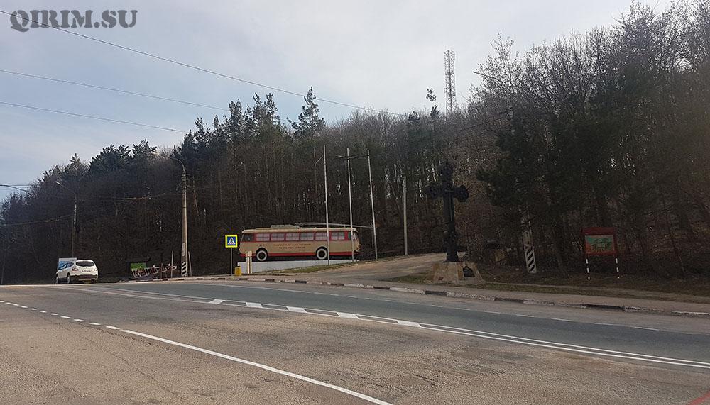 памятник троллейбусу на Ангарском перевале