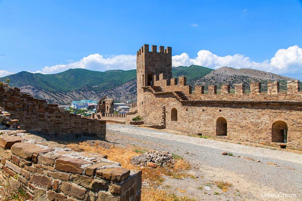 замок в Судаке