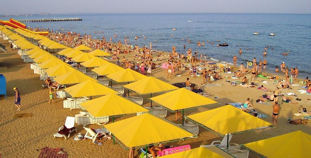 Золотой пляж разгар сезона