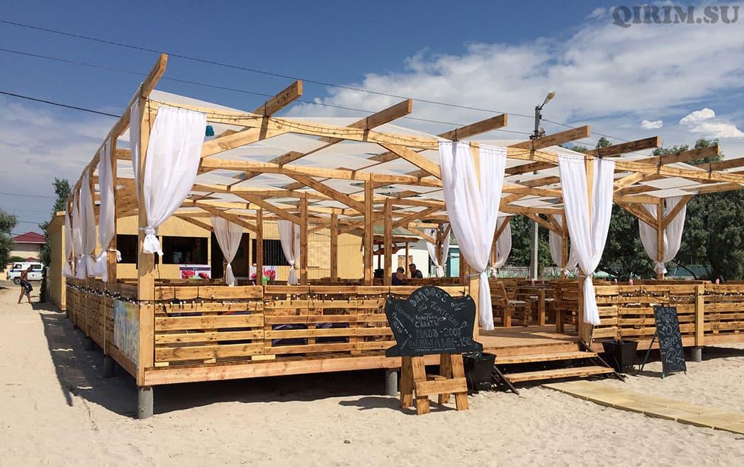 Межводное прибрежное кафе
