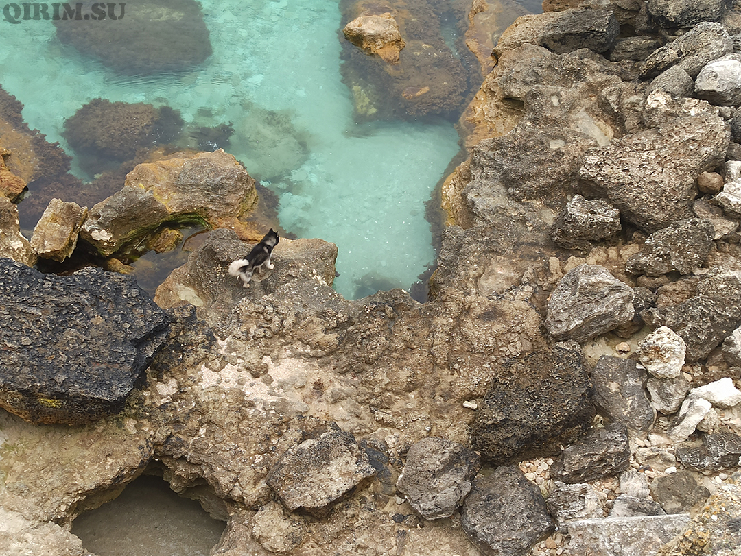 Межводное скалы за селом и маленький грот