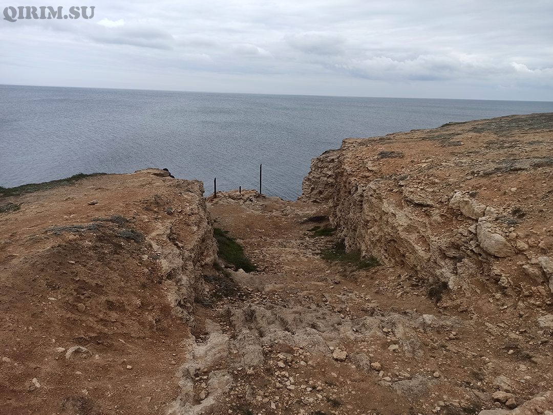 Спуск в море со стороны скал Межводное 2