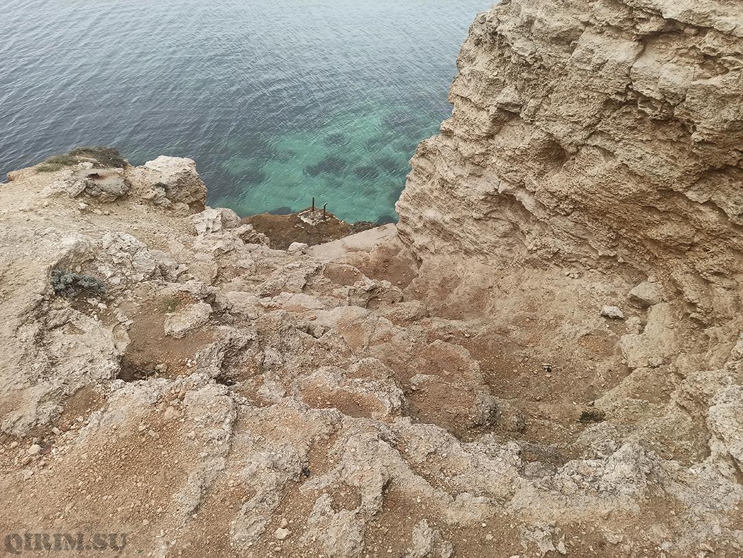Спуск в море со стороны скал Межводное 3