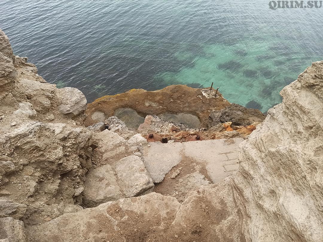 Спуск в море со стороны скал Межводное 4