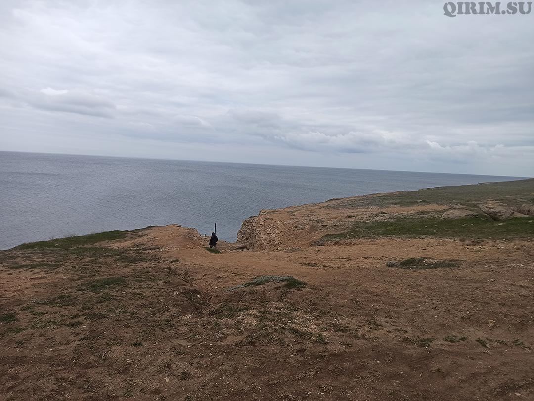 Спуск в море со стороны скал Межводное