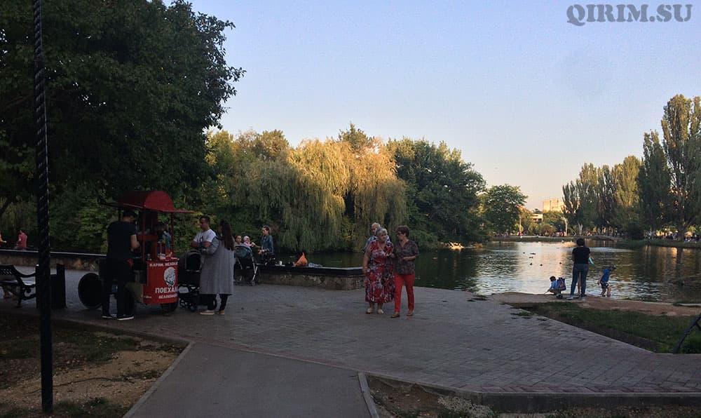 Гагаринский парк озеро