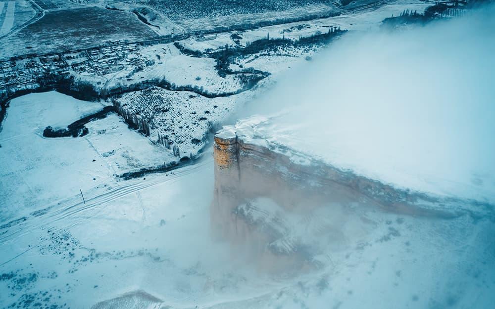Белая Скала со снегом