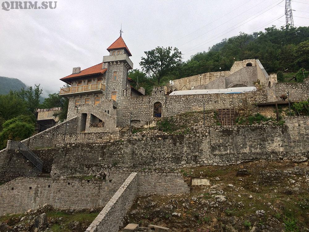 отреставрированная часть замка принца Ольденбургского