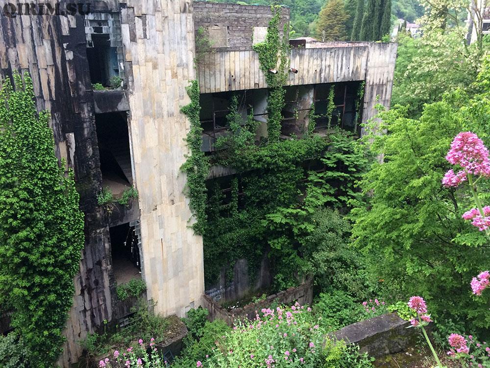 старые здания в Гагре