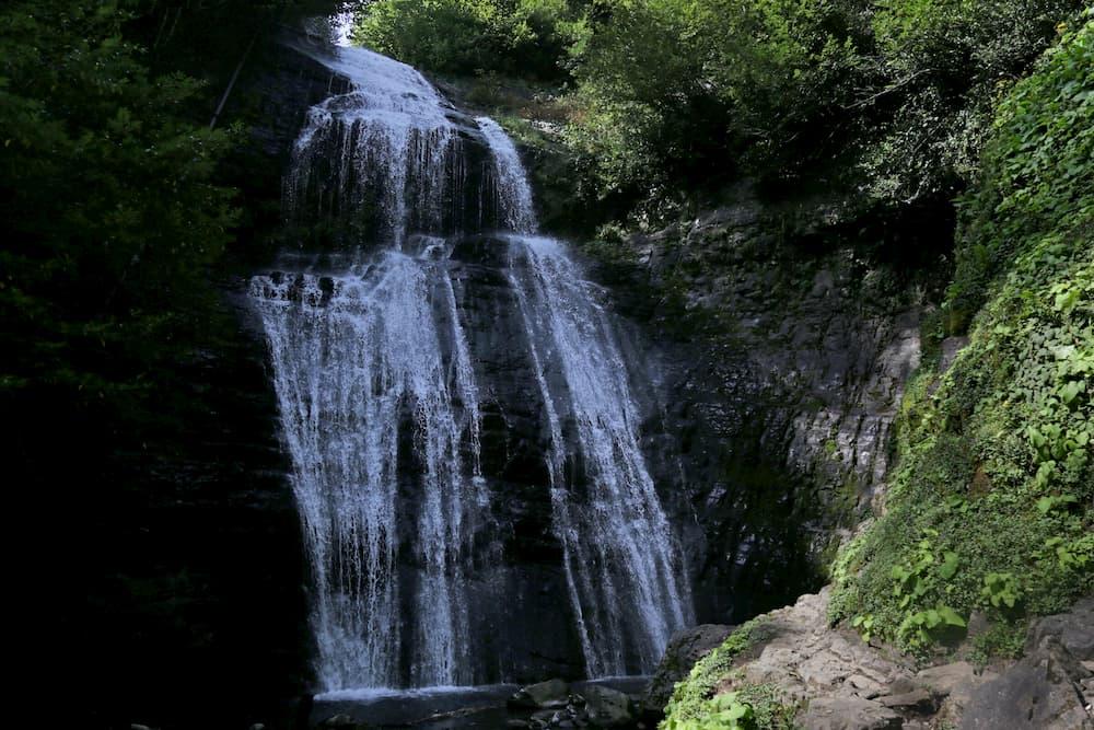водопады за Акармарой