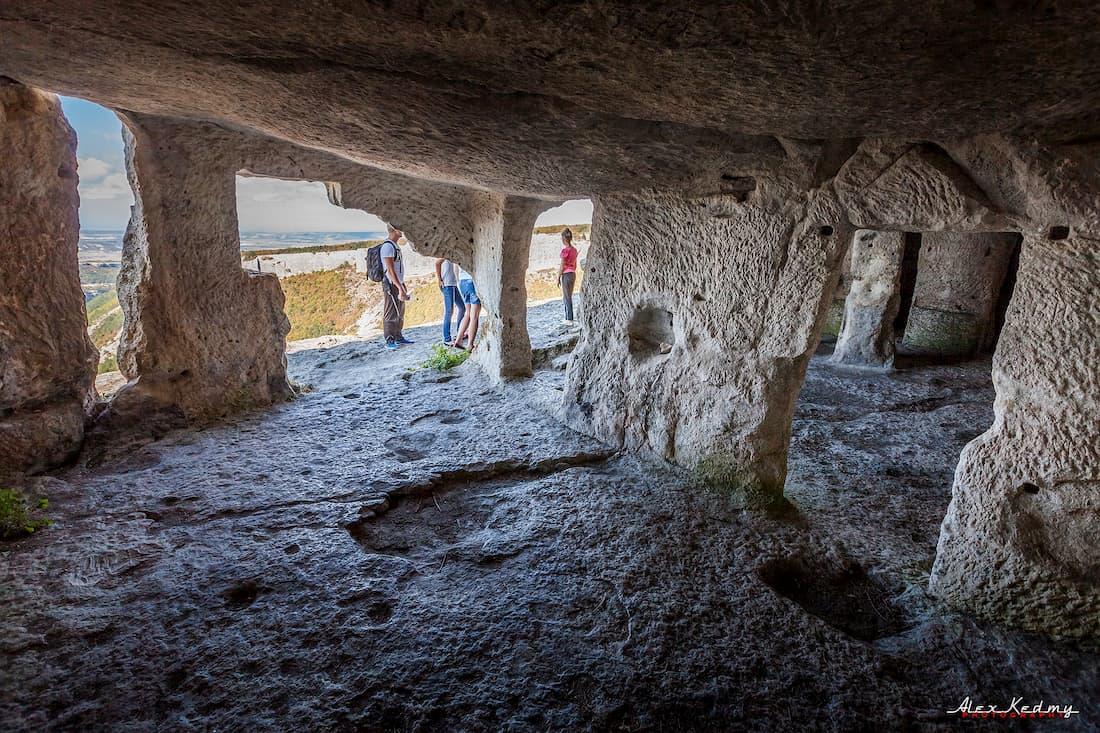 Мангуп-Кале пещерный город