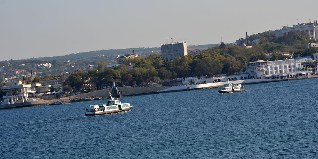 катера на Севастопольской бухте