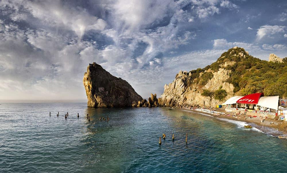 пляж под скалой Дива Симеиз
