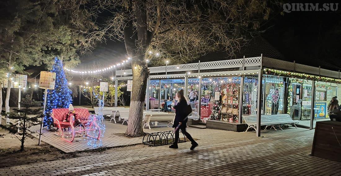 Новогодние украшения ЧАО в парке (возле улицы Пушкина)