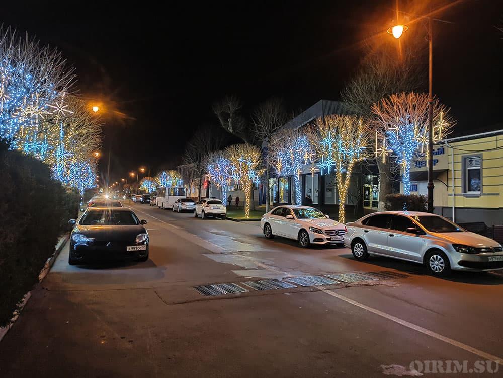 Новогодние украшения на улице Горького