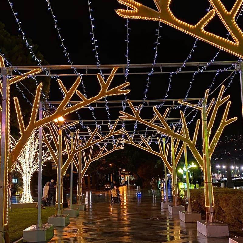 Новогодние украшения в Ялте 11