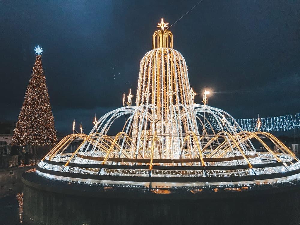 Новогодние украшения в Ялте 7
