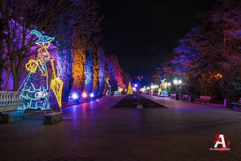 Новогодние украшения в Севастополе 2