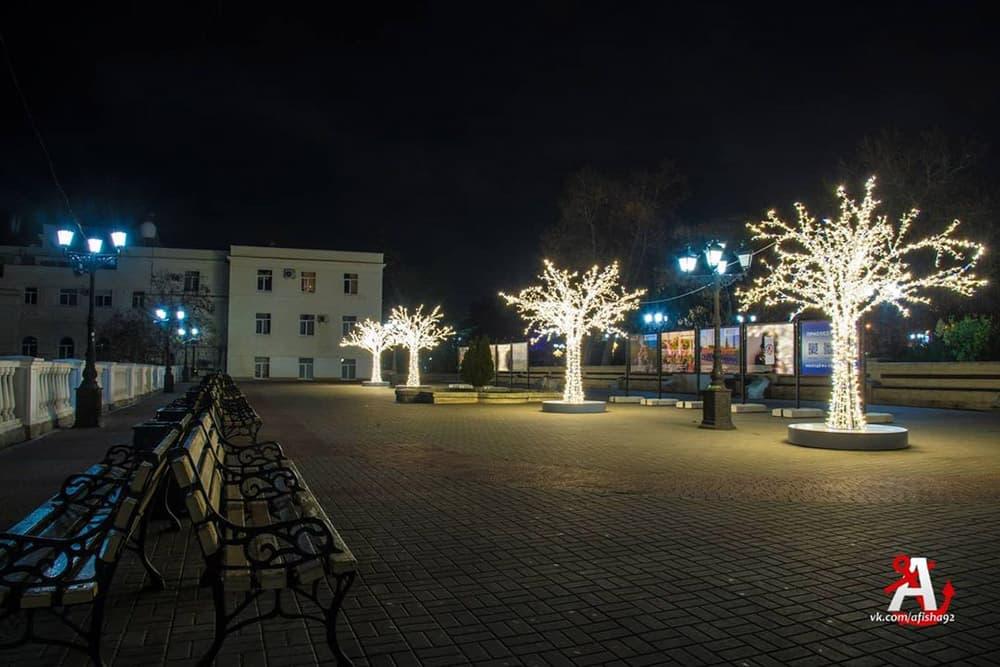 Новогодние украшения в Севастополе 3