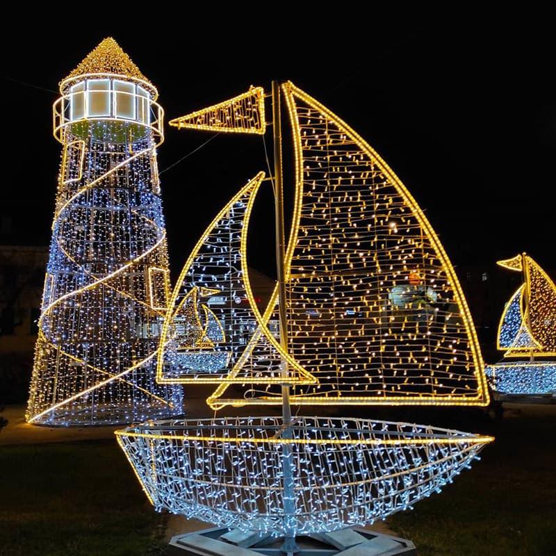 Новогодние украшения в Севастополе 4