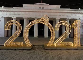 Новогодние украшения в Севастополе в НГ 2021