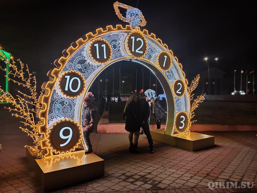 Новогодние украшения в Симферополе 10
