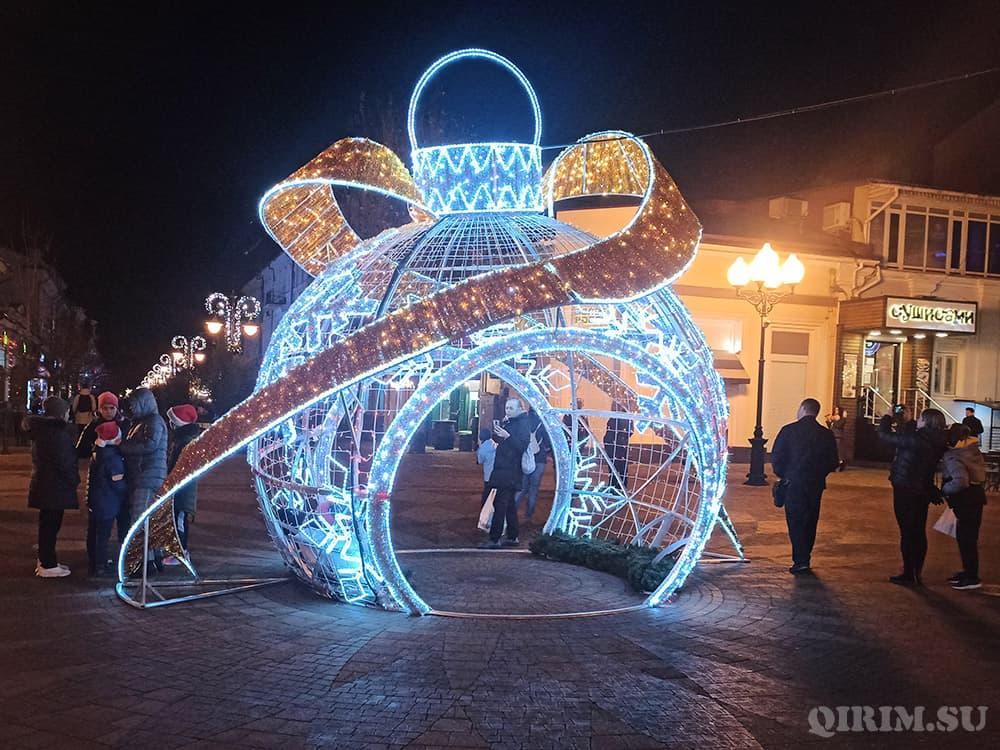 Новогодние украшения в Симферополе 2