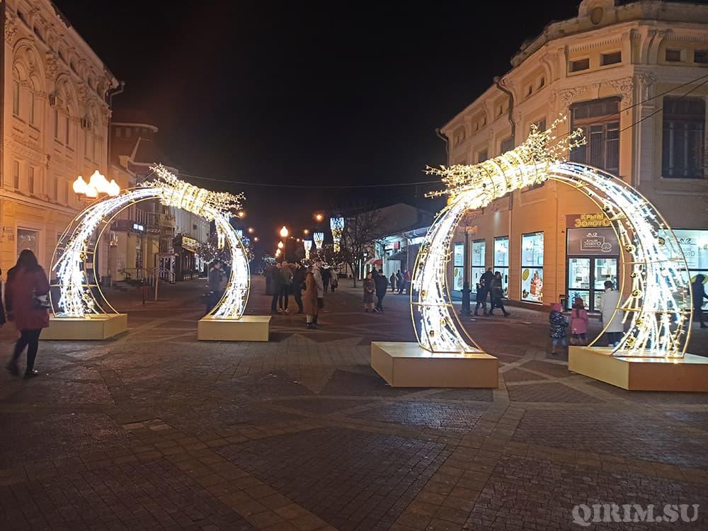 Новогодние украшения в Симферополе 4