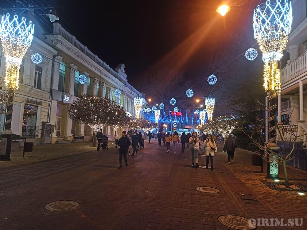 Новогодние украшения в Симферополе 5