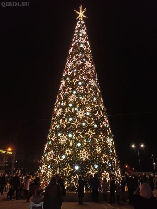 Новогодняя елка 2021 в Симферополе 2