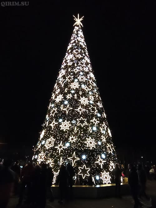 Новогодняя елка 2021 в Симферополе