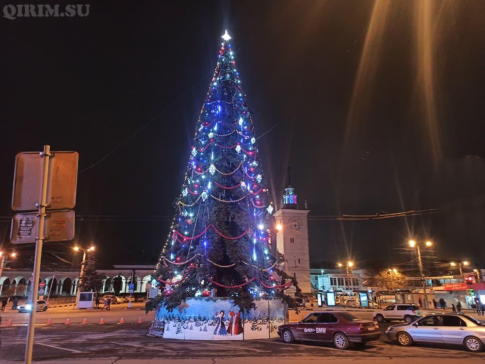 Новогодняя елка на ЖД вокзале
