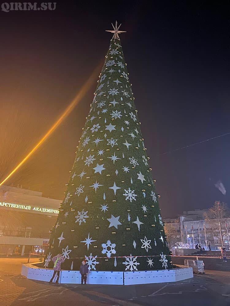 Новогодняя елка в Симферополе 2021 год