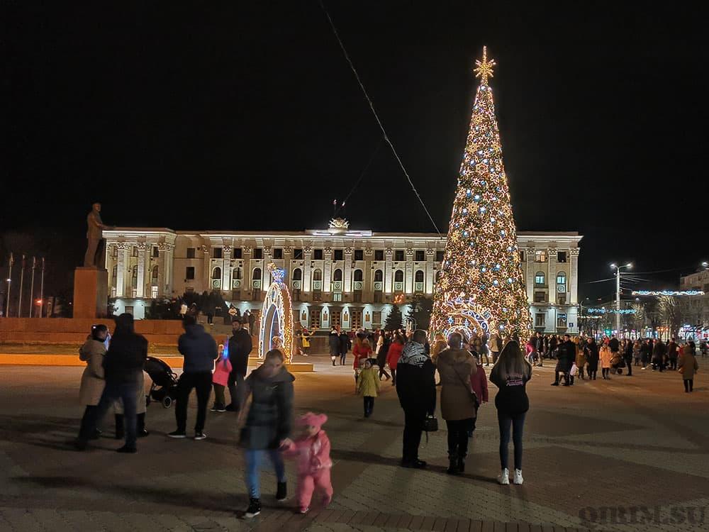 Новогодняя инсталяция на пл Ленина