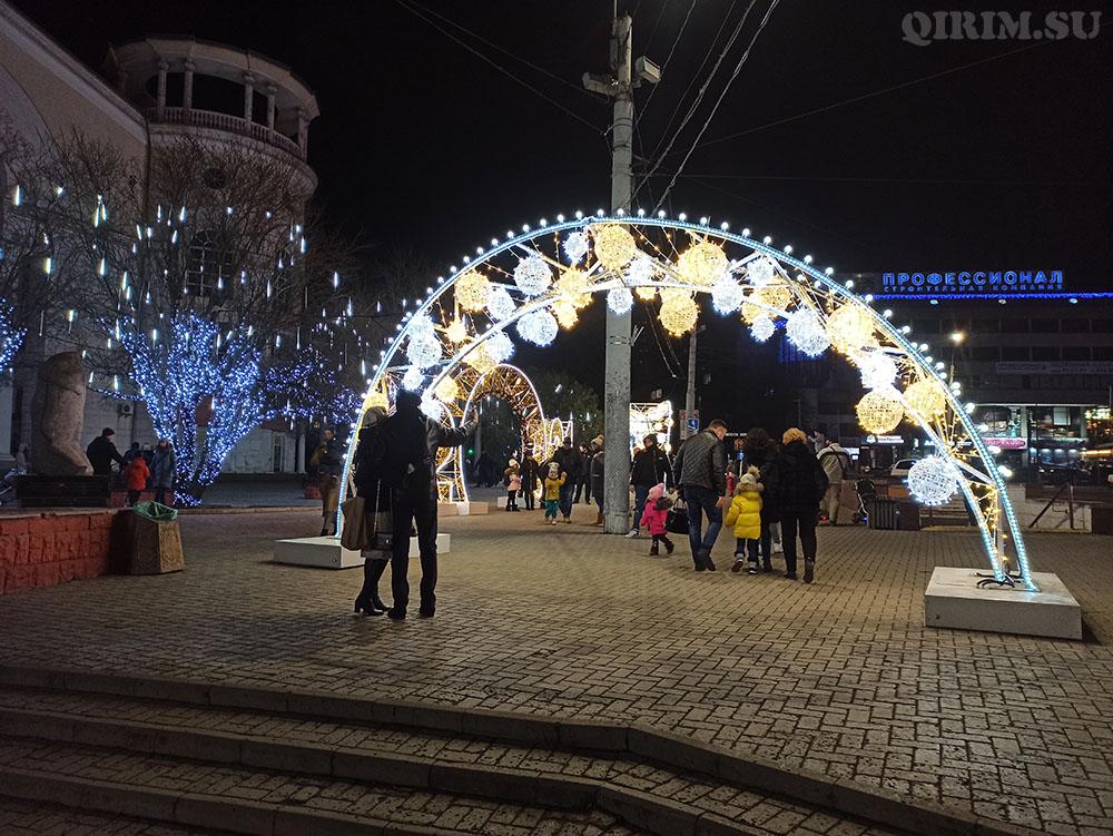 Новогодняя инсталяция на пл Советской