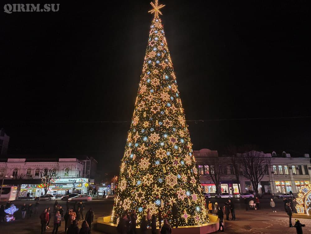 Новогодняя ёлка в Симферополе 2021