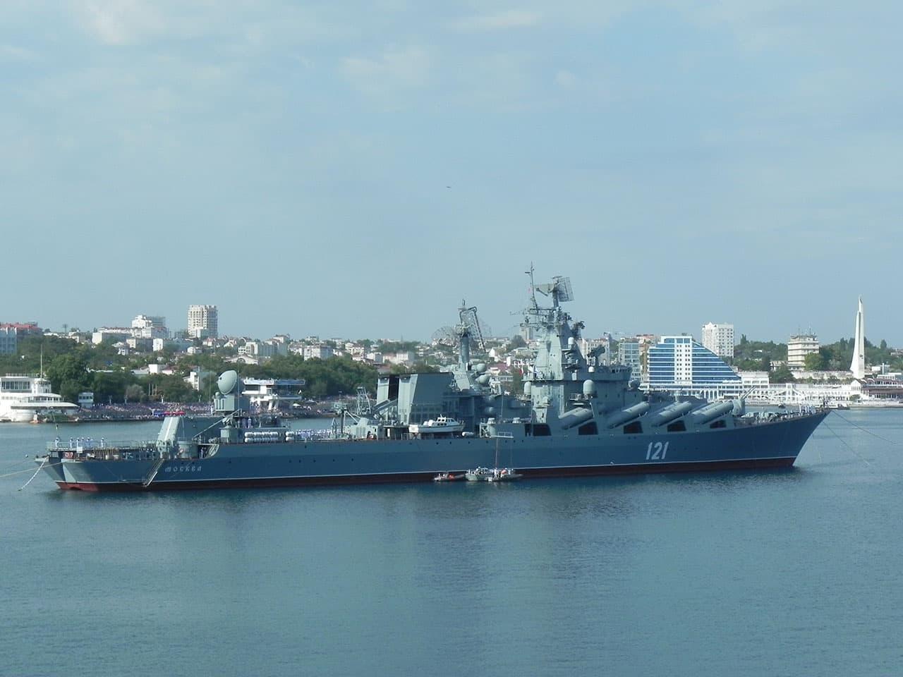 День ВМФ крейсер Москва фото с северной стороны Севастополя
