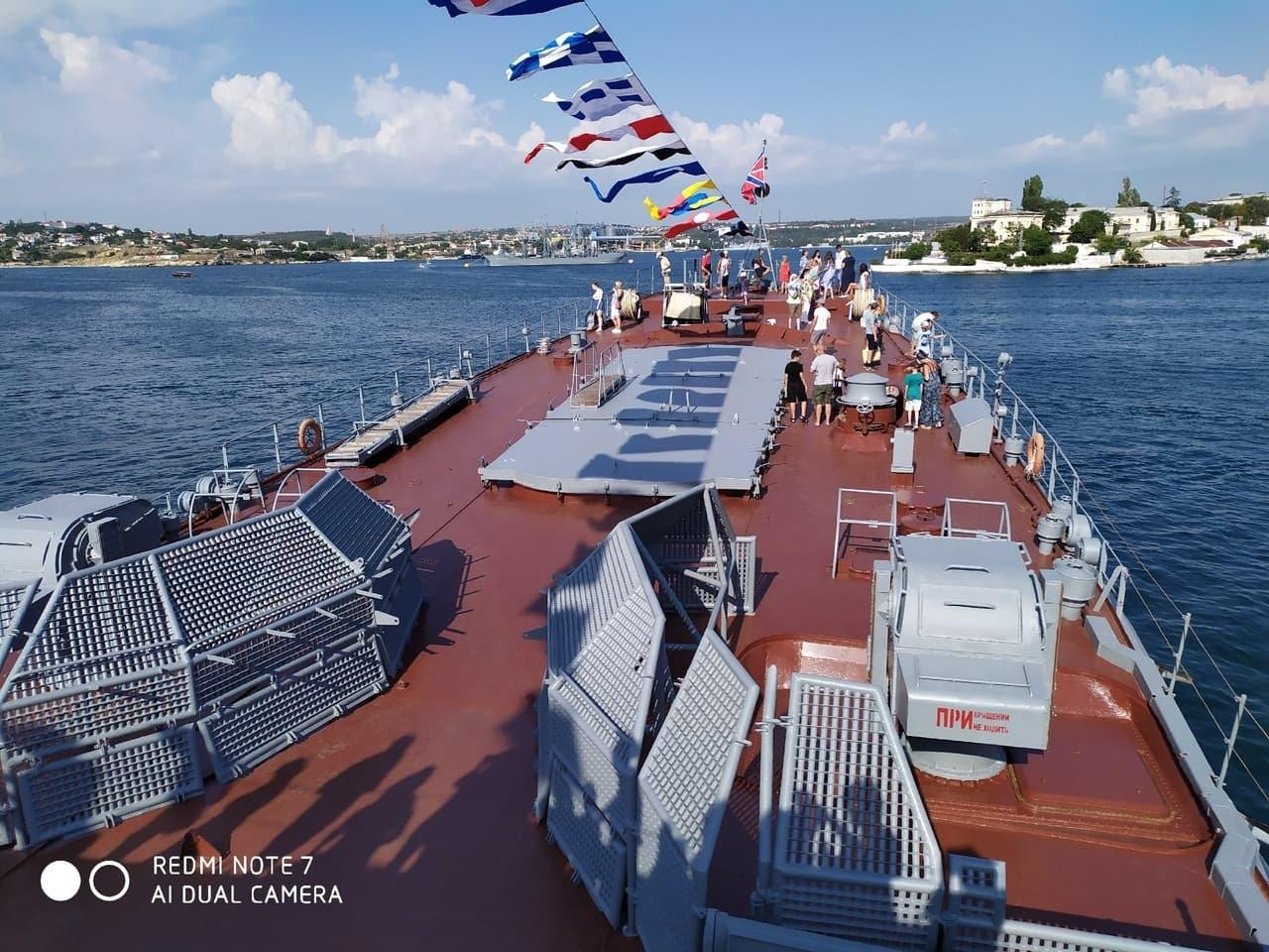 День ВМФ на палубе военного корабля