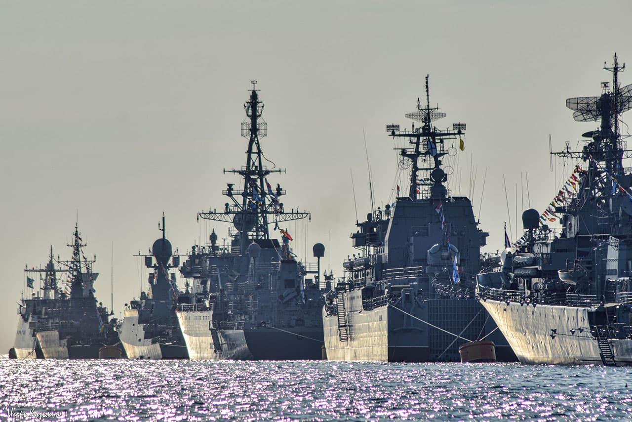 День ВМФ парад военных кораблей в Севастопольской бухте