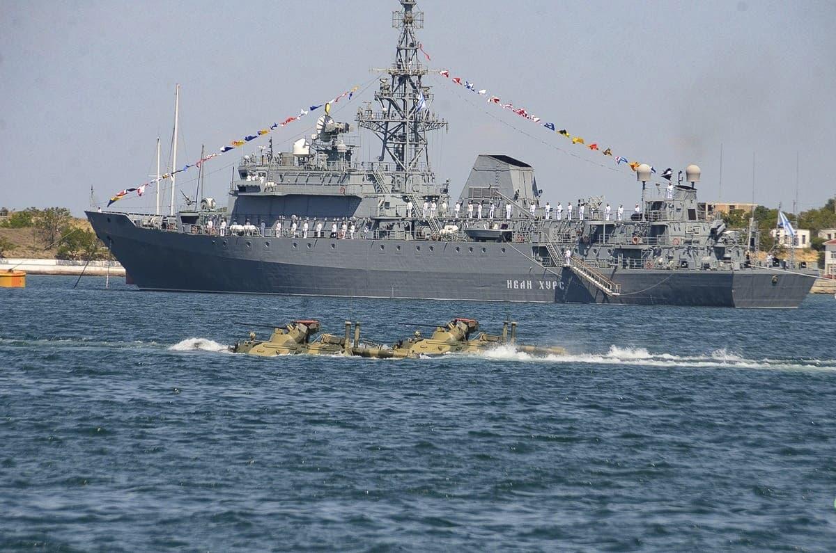 День ВМФ плавающие танки