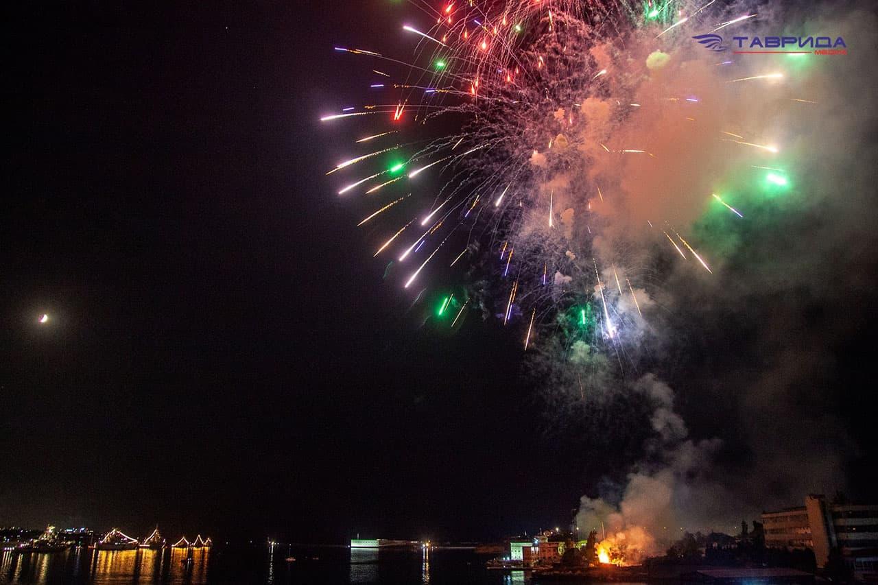 Салют ко дню ВМФ в Севастополе 3