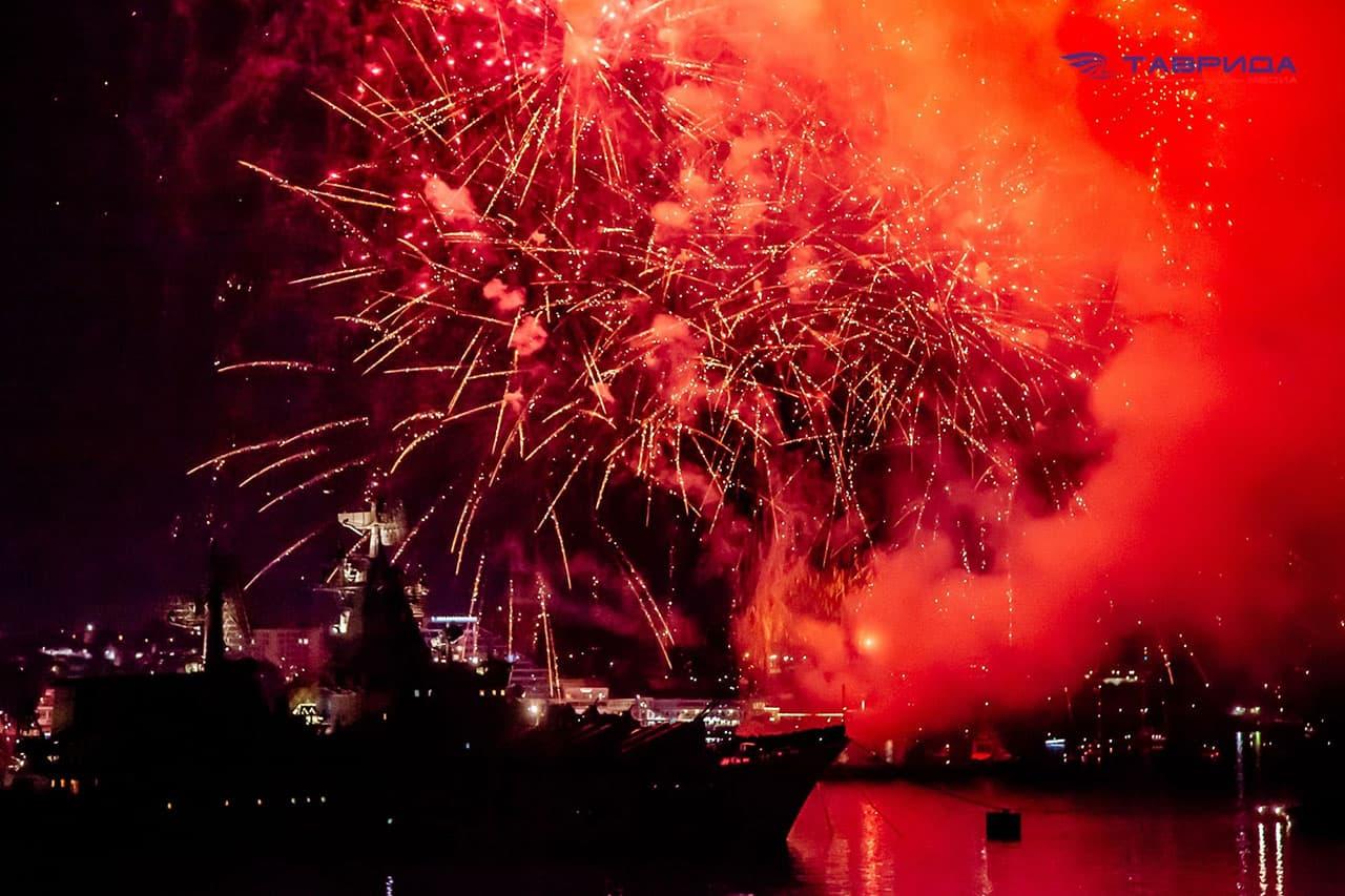 Салют ко дню ВМФ в Севастополе