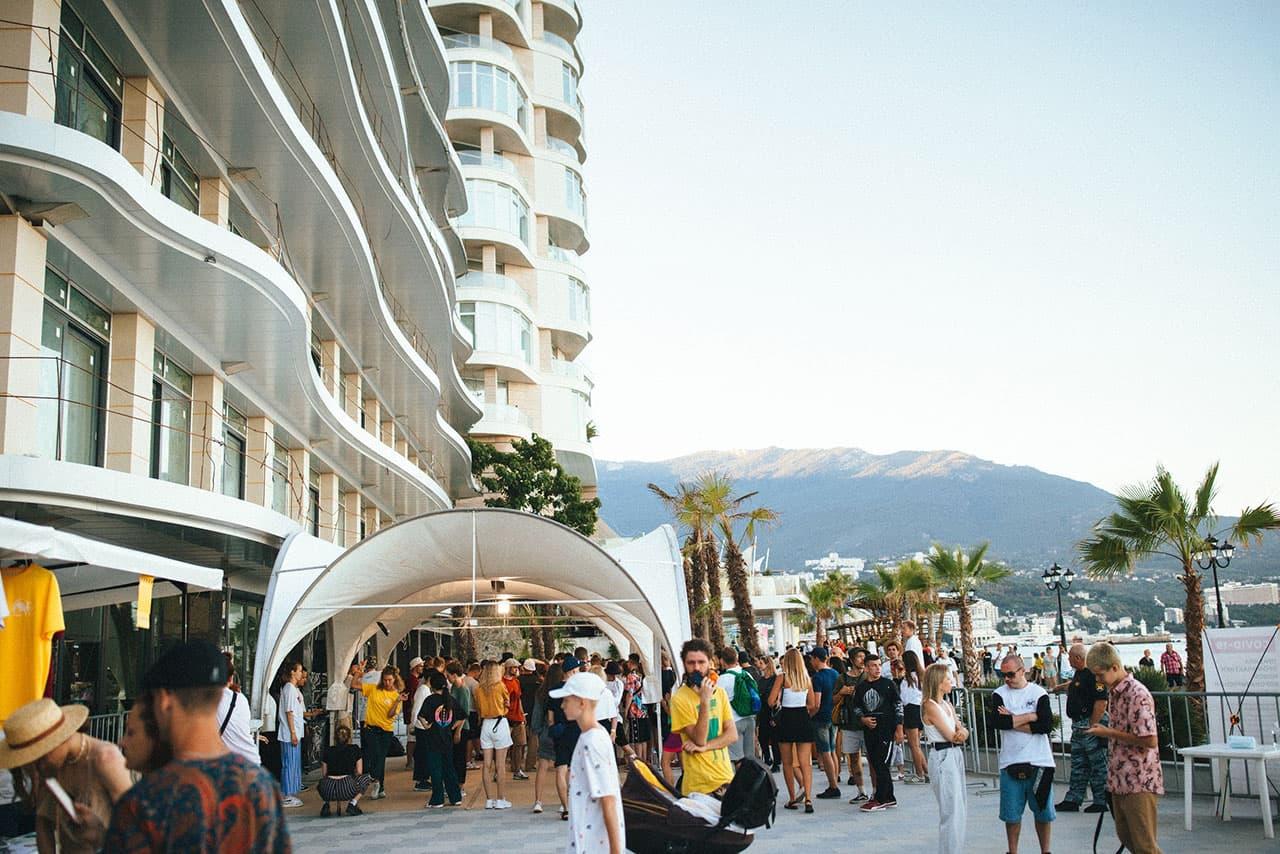 Yalta Summer Jam вид на горы Ялты