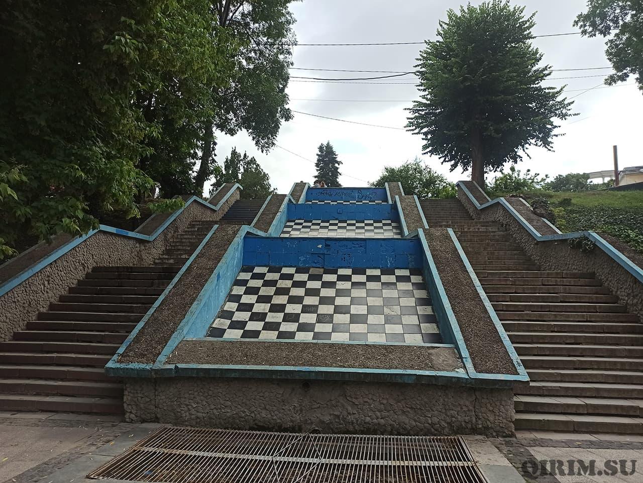 фонтан шахматный
