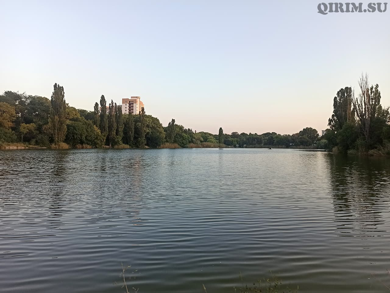Нижний пруд в Симферополе в районе радиорынка