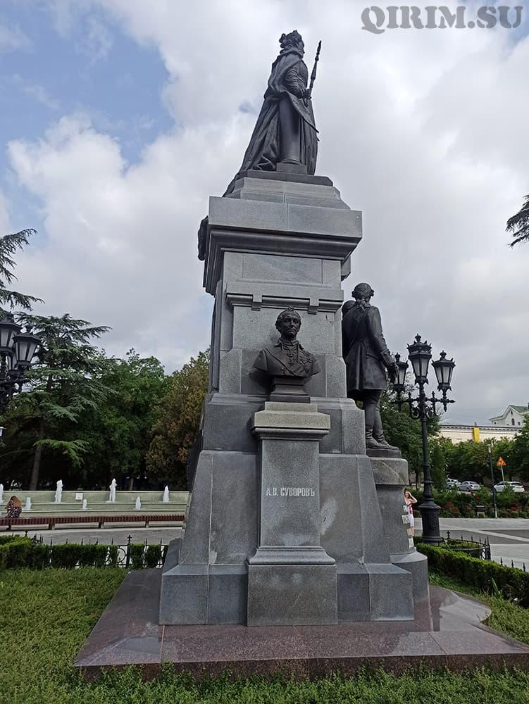 памятник Екатерины Великой Суворов