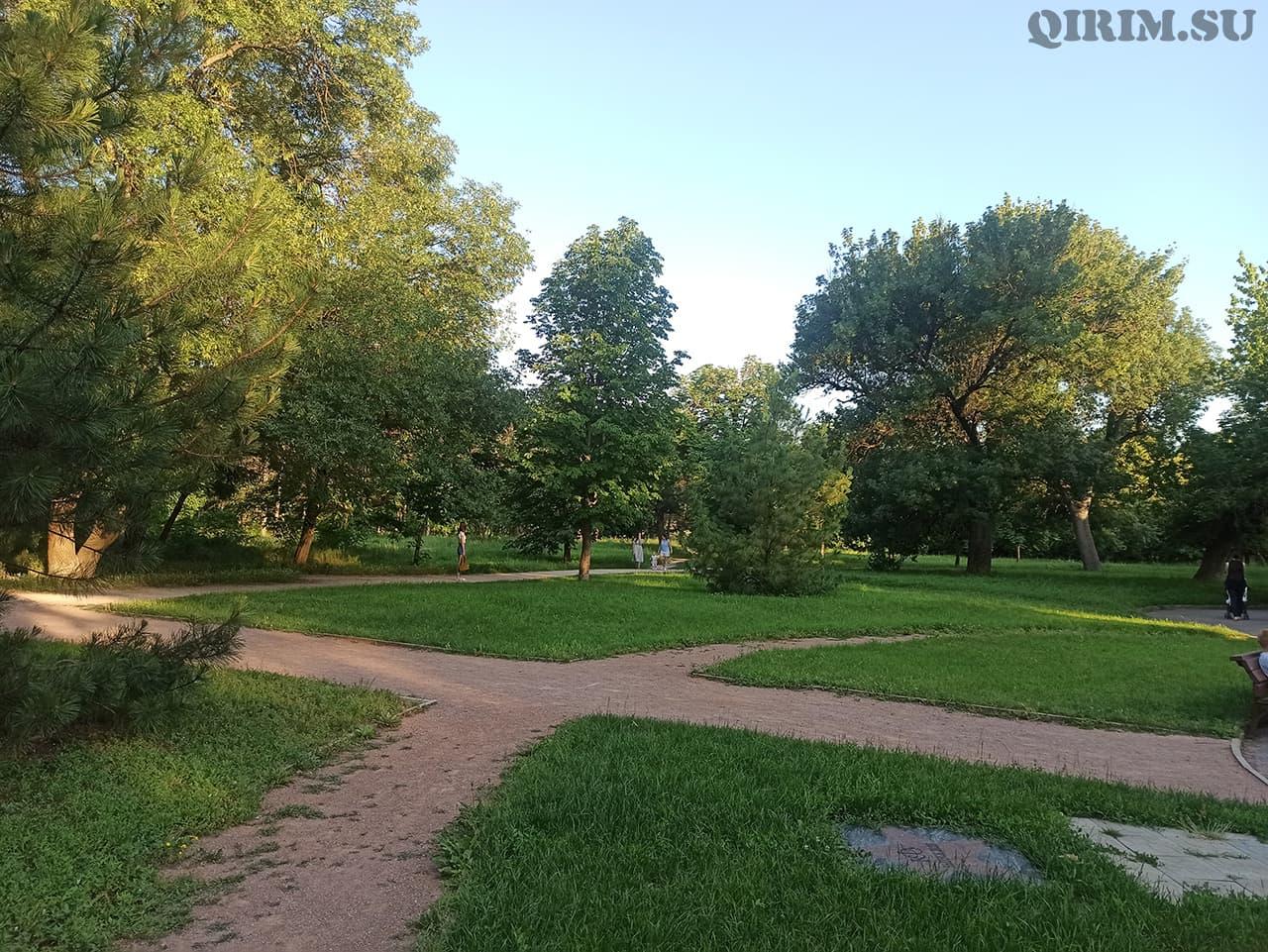 парк в Ботаническом саду в Симферополе