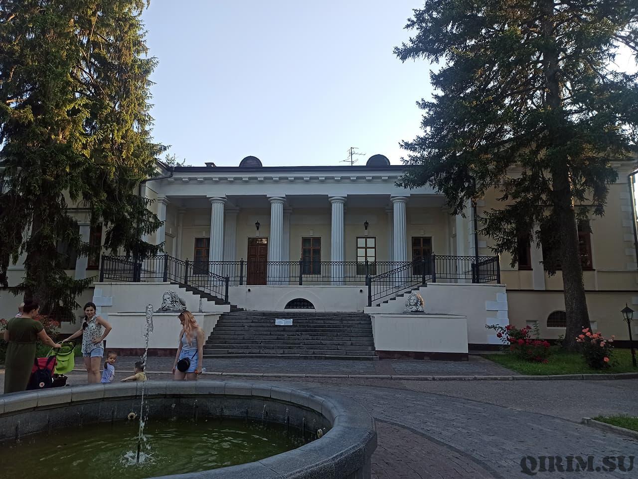 Загородный дом Воронцова в Ботаническом саду