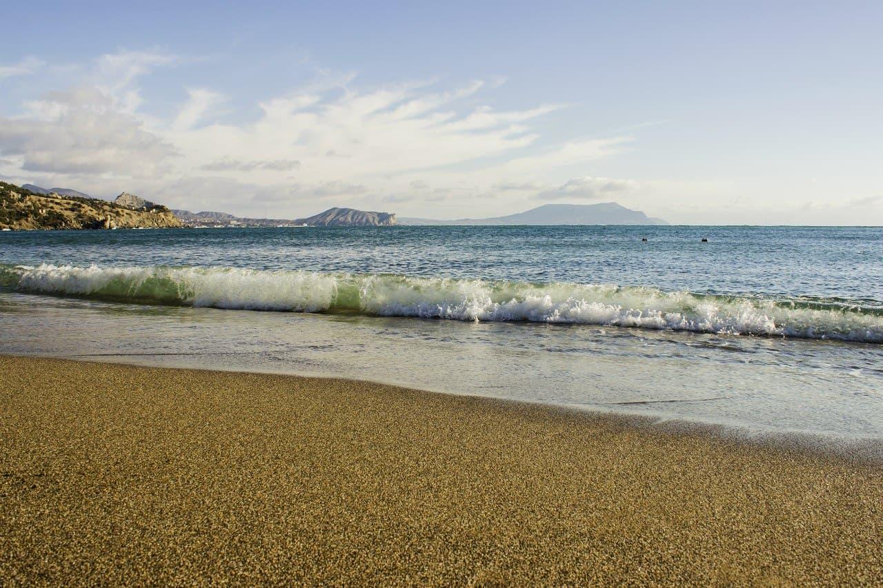 Новый свет пляж пустой